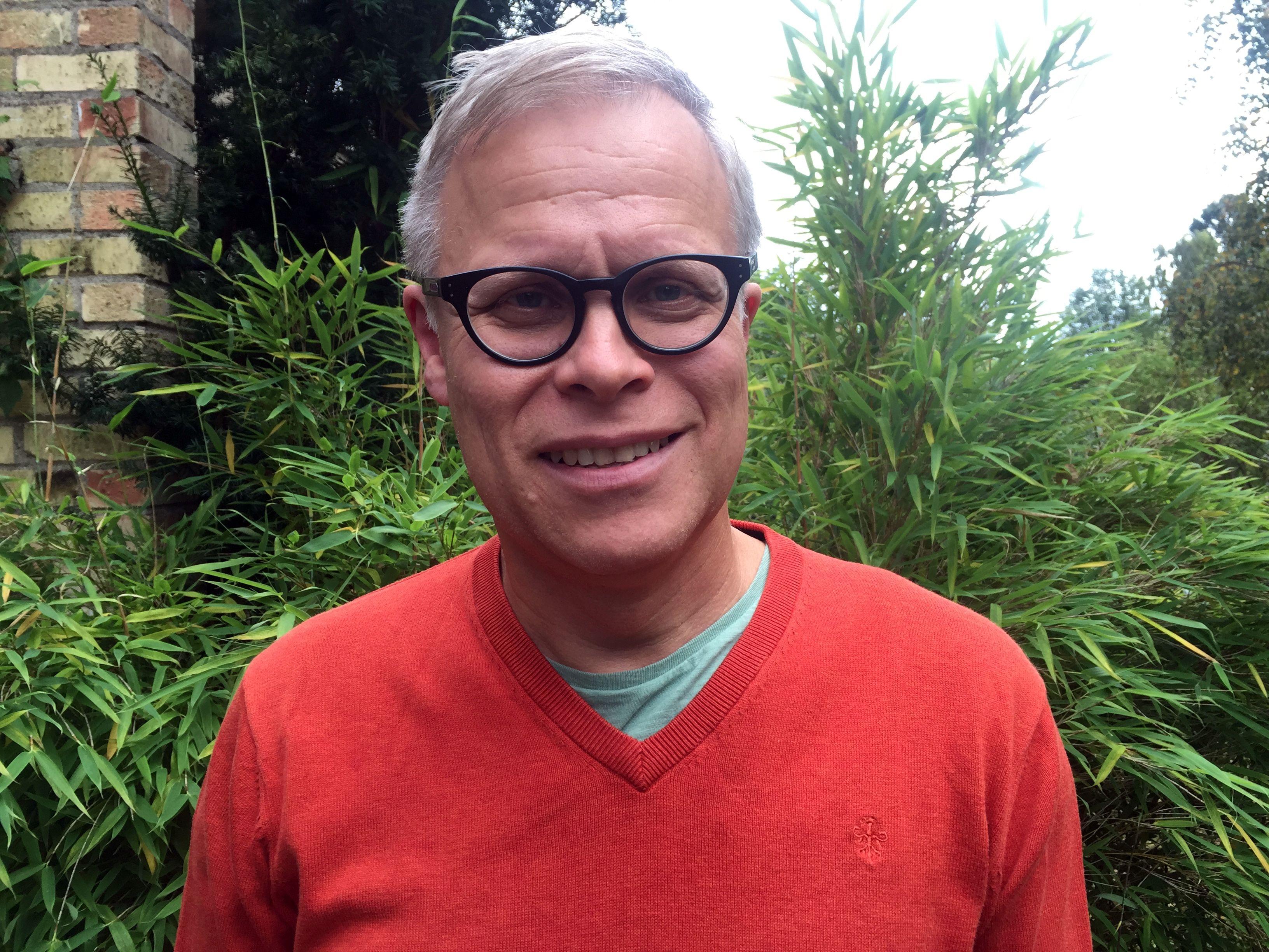 Programledaren för podcasten Historia Nu är Urban Lindstedt.