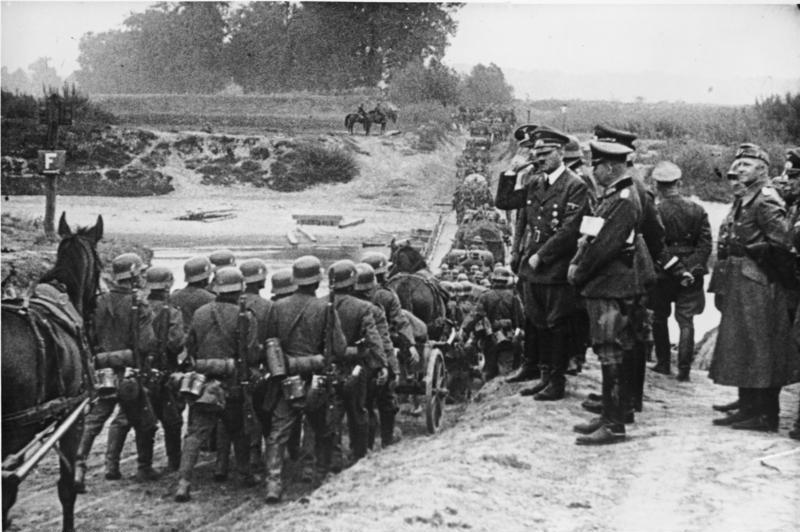 Hitler inspekterar invasionen av Polen