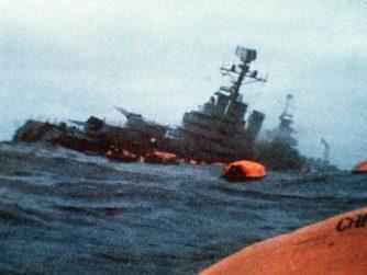 Den argentinska kryssaren ARA General Belgrano har svår slagsida efter att ha attackerats av en brittisk ubåt under Falklandskonflikten.